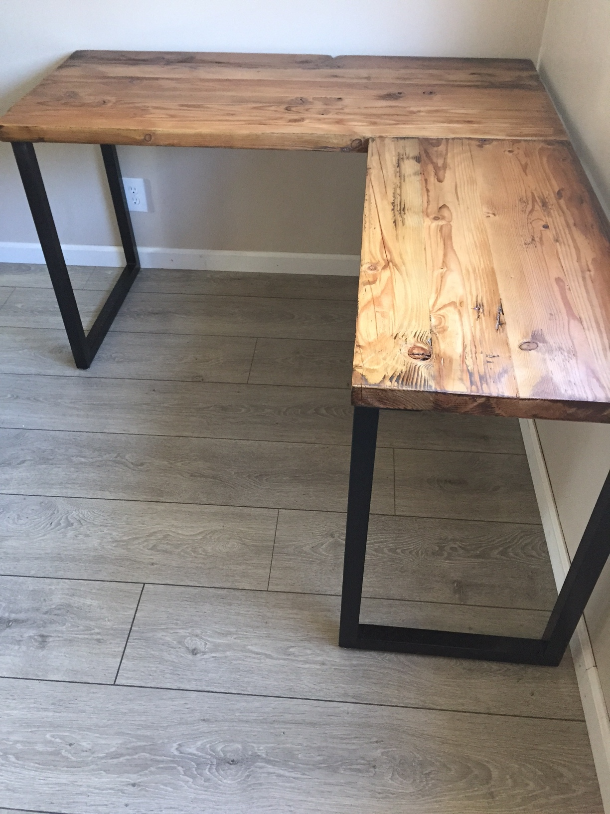 L Desk - Corner Desk - Reclaimed Wood - Metal Base